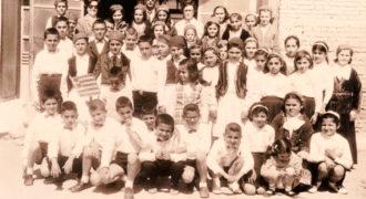 Αναμνηστική φωτογραφία τάξης δημοτικού σχολείου