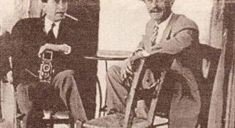 Αναμνηστική φωτογραφία του Θάνου Τσαγρή (πρώτος απο αριστερά) μαζί με τον Παναγιώτη Παϊκόπουλο. Όρθιος διακρίνεται ο Αναστάσιος Κούτρας